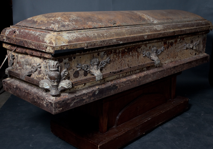 Props For Rent Amp Portfolio Caskets And Coffins 100