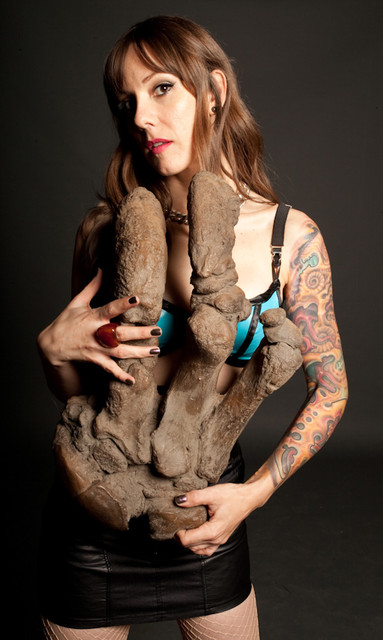 giant sloth hand 50r 150s.jpg