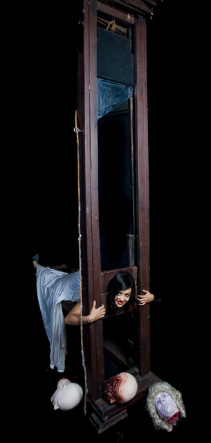 Guillotine Props - 12 ft guillotine 45.jpg