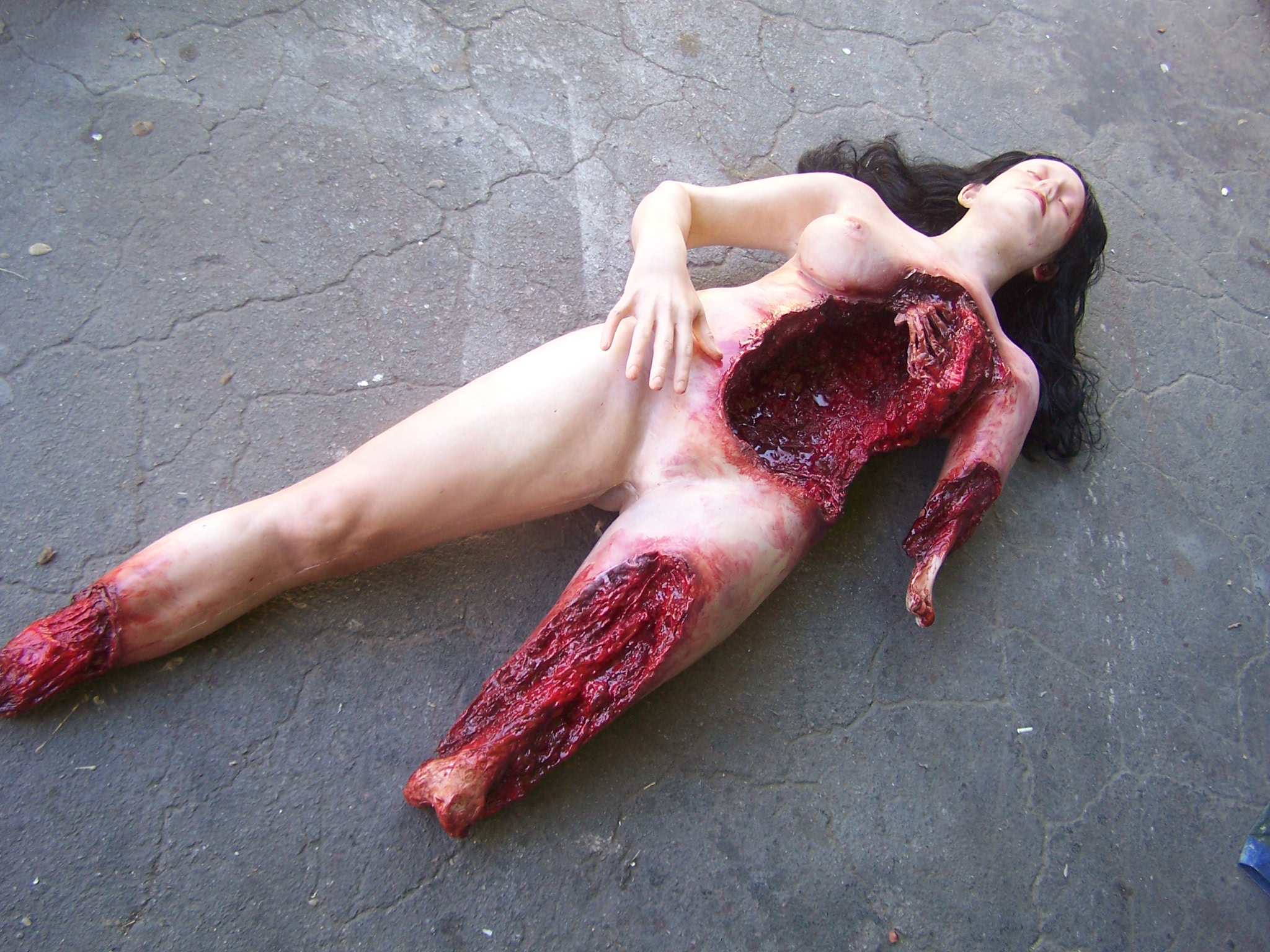 Gory Bloody Wallpaper Deluxe Wounded Jessica 20