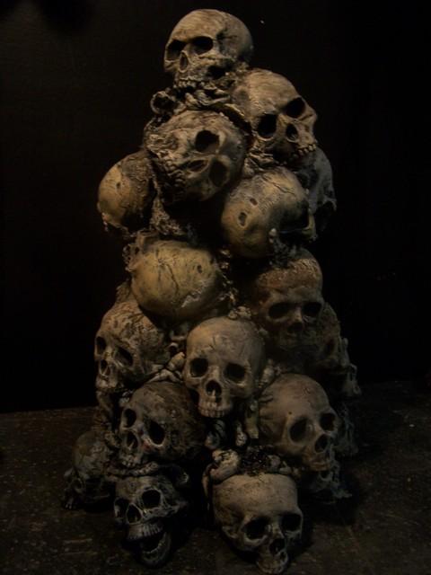 3ft skull pile